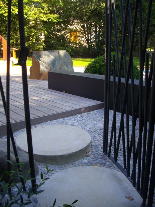 amenagement-piscine-terrasse-ipe-exotique-schiste-galet-fougere ...