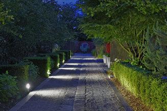 eclairages de jardin lumi res ambiance eclairer un jardin projecteurs pour mettre un arbre en. Black Bedroom Furniture Sets. Home Design Ideas
